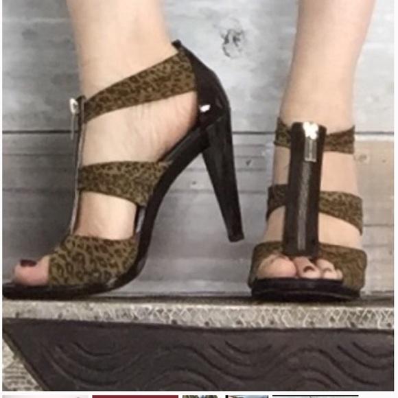 e8c1ae538b2c Michael Kors Berkley t-strap sandals. M 5b189a162beb7980aeecbbee